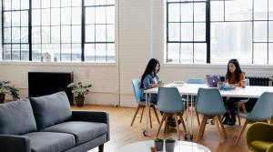 patas regulables para muebles son tendencia en oficinas